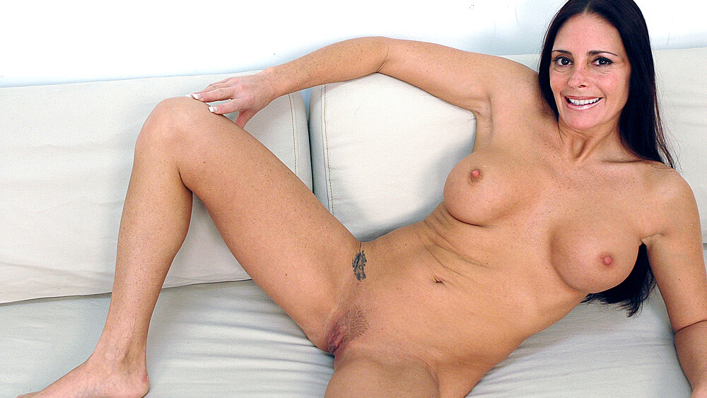 Cheyenne Hunter fucking in the couch with her tits