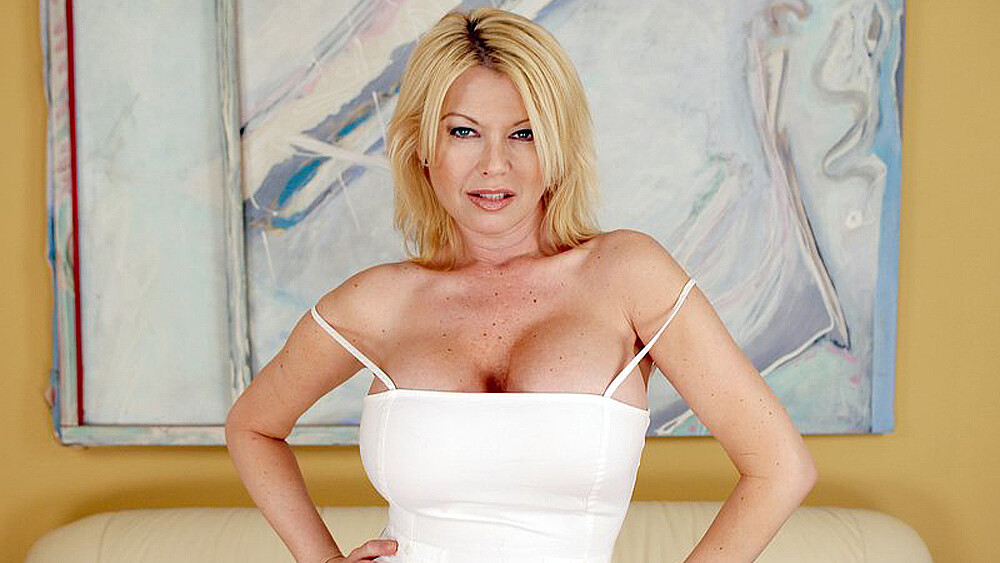Carolyn Monroe fucking in the couch with her big tits