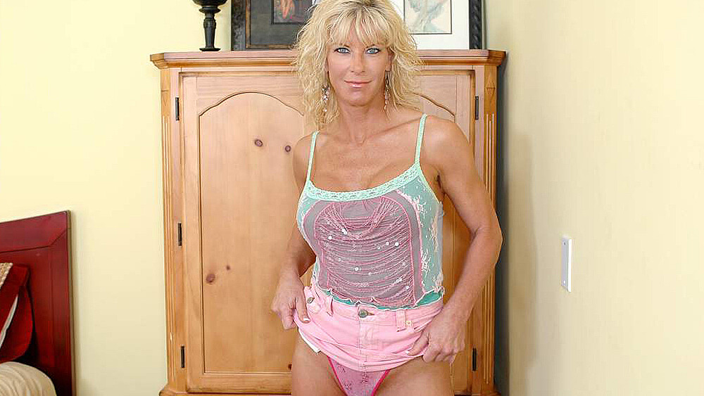 Blonde MILF TJ Powers fucking in the bed with her tits