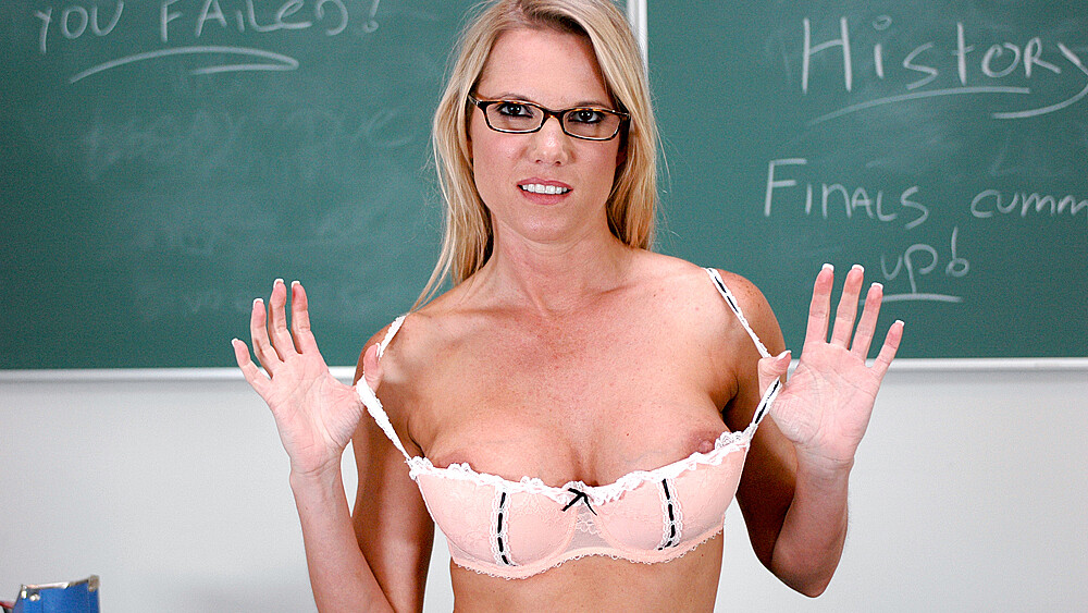 Student Niki Wylde fucking in the classroom with her tits