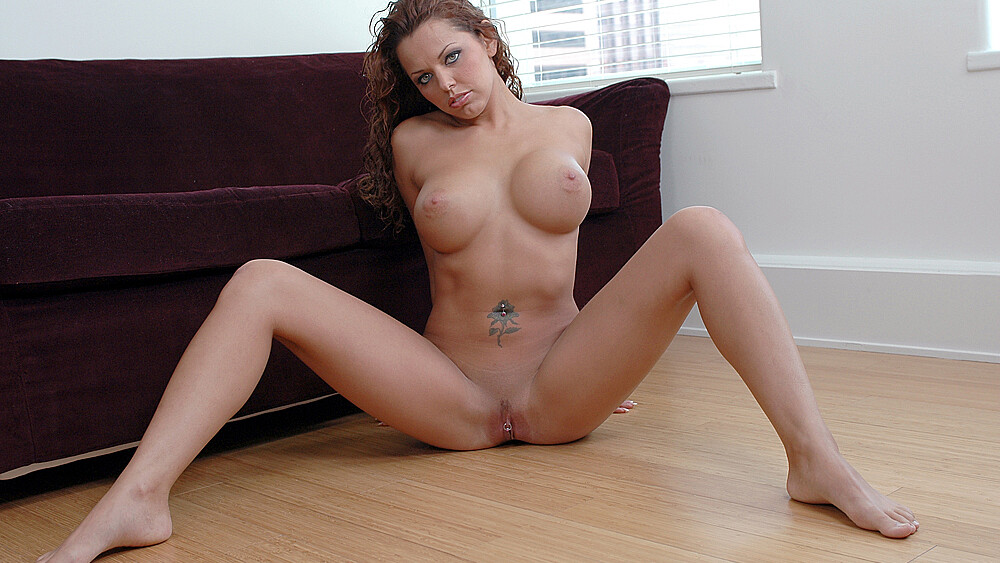 Jade Russell fucking in the couch with her petite