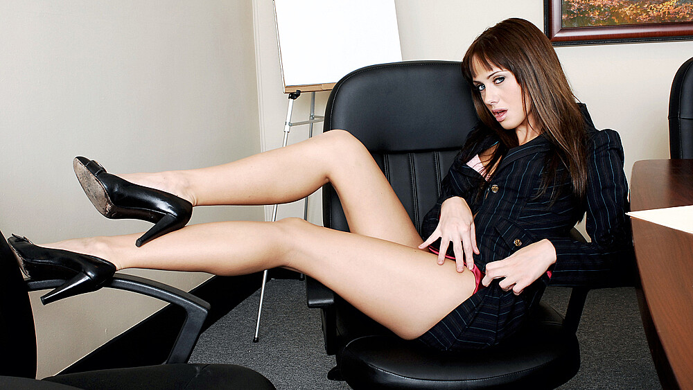 Co-worker Nikki Kane fucking in the table with her petite