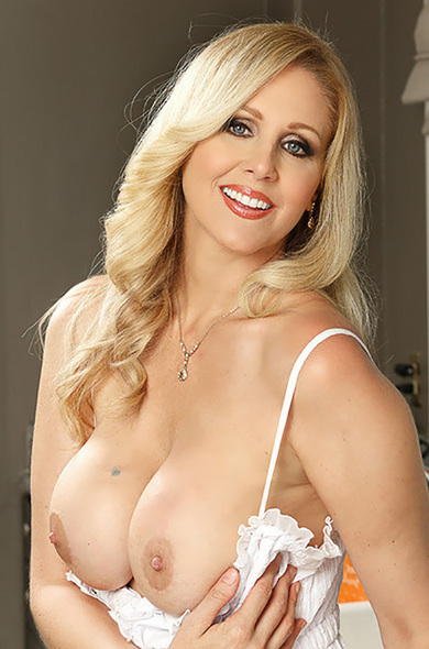 Your favorite pornstar Julia Ann has a Bald, Outie Pussy & Huge Fake Tits