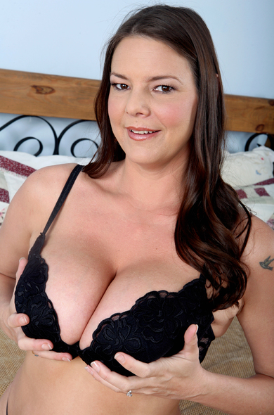 Pornstar Carrie Moon - Big Natural Tits videos by Naughty America