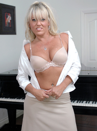 MILF Porn Video with Big Ass and Big Fake Tits scenes