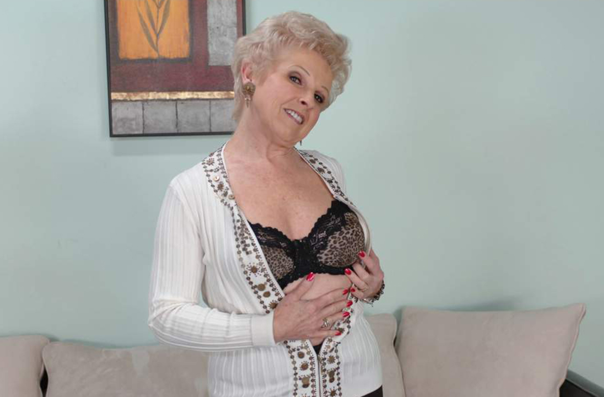 Busty granny Mrs. Jewell got to please two cocks in steamy group action № 586108 загрузить