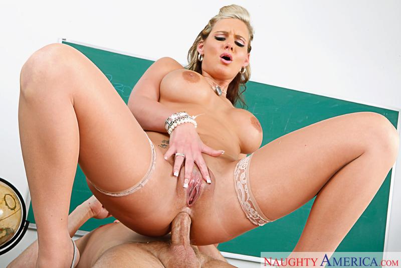 analit-bryunetku-porno