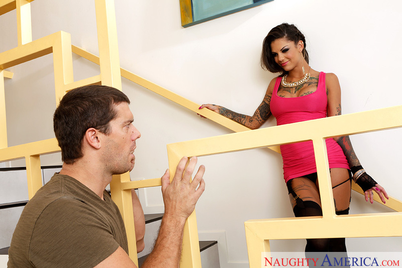 Porn star Bonnie Rotten getting ready