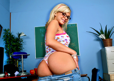 Bree Olson & Tom Byron in Naughty Bookworms - Centerfold