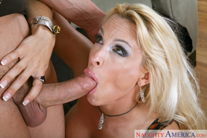 Blonde cougar claws her way to the meaty baton 2
