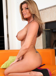 Kristal Summers & Kris Slater in Seduced by a cougar - Centerfold