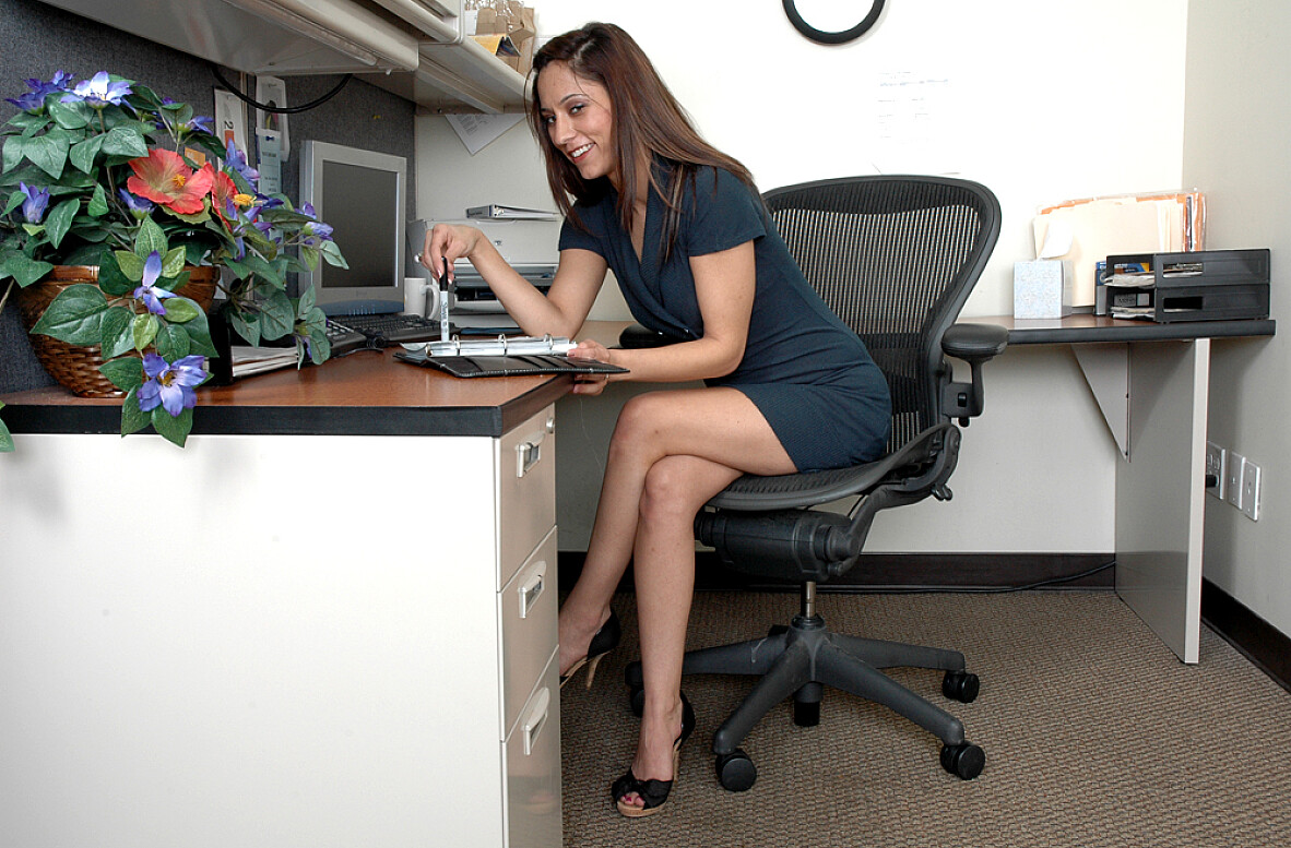 Watch Reena Sky video in Live Naughty Secretary