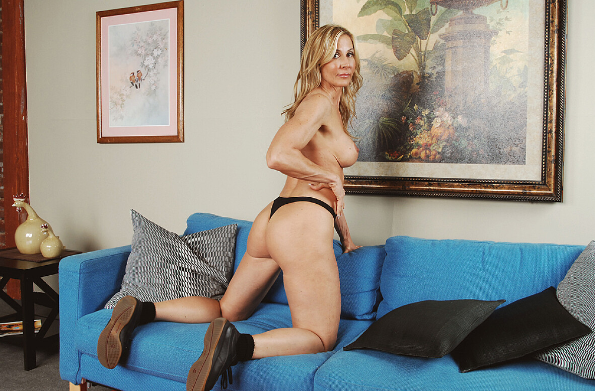 Watch Kelly Estelle and Alan Stafford video in My Friend's Hot Mom