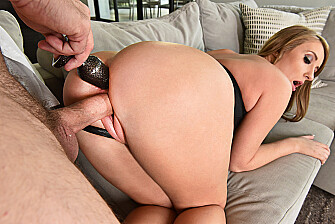 Harley Jade fucking in the couch with her big ass - Blowjob