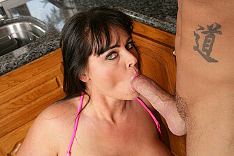 Indianna Jaymes fucking in the kitchen with her hairy pussy - May 22, 2009 - picture 3