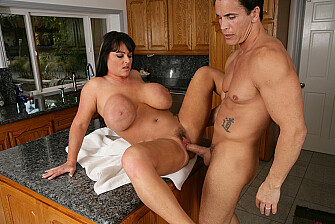 Indianna Jaymes fucking in the kitchen with her hairy pussy - May 22, 2009 - picture 5