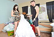 Jennifer White & Mike Mancini in Neighbor Affair
