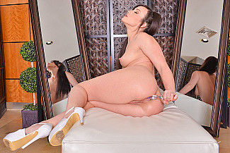 Jennifer White fucking in the ottoman with her innie pussy - Sex Position 3