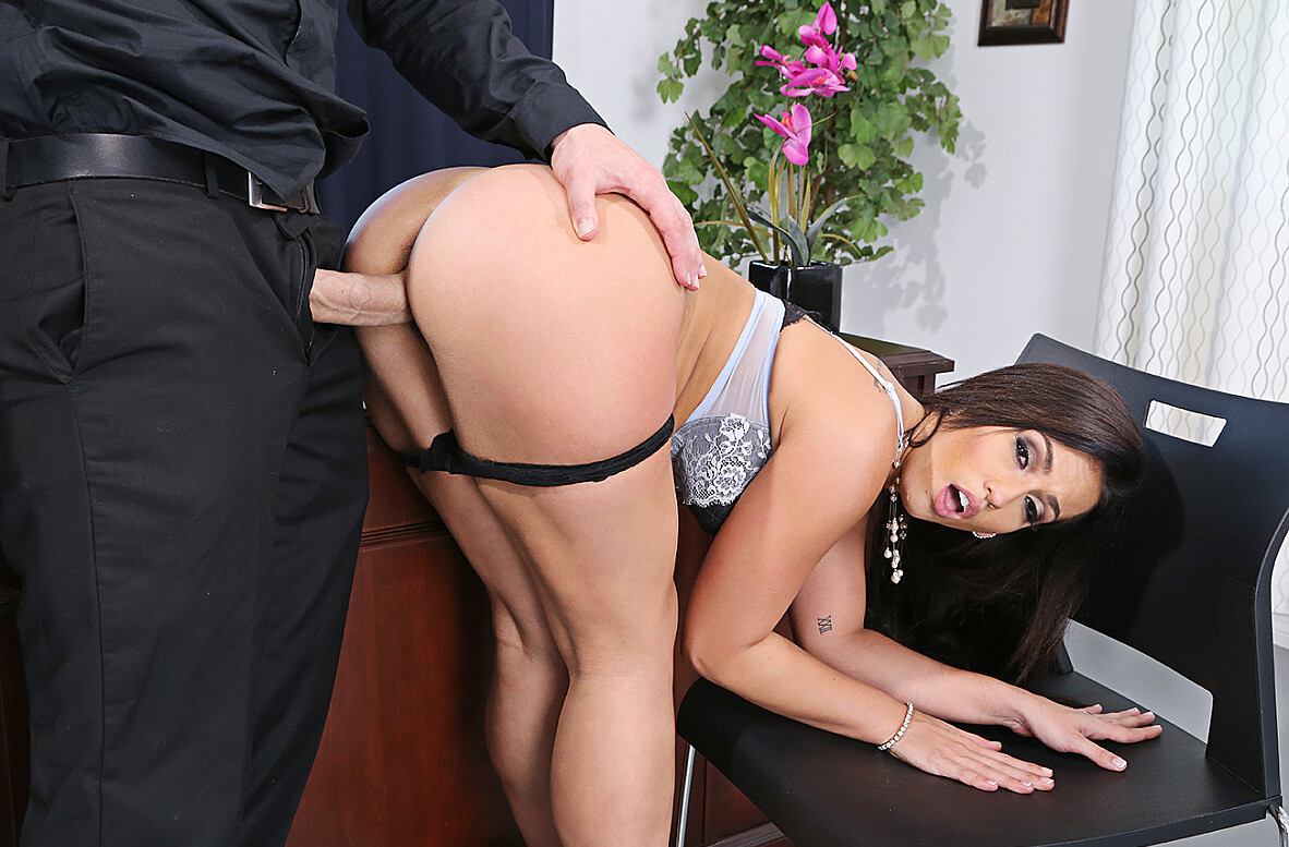 Watch Kelsi Monroe and JMac 4K video in Naughty Office