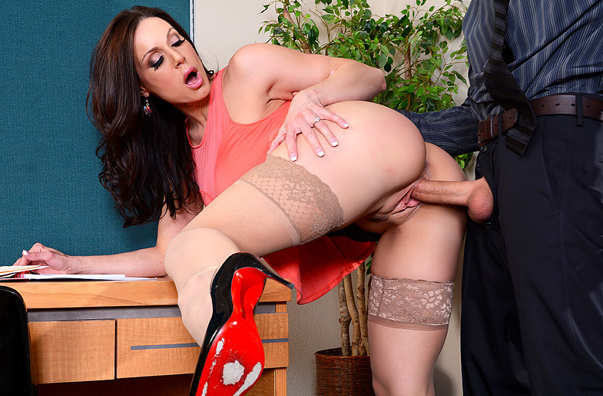 Watch Kendra Lust and Richie Black 4K video in Naughty Office