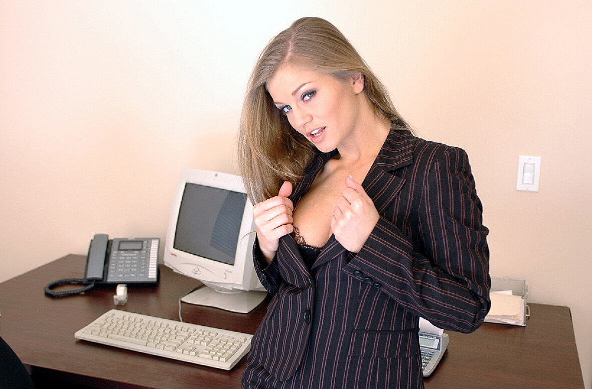 Watch Rita Faltoyano and Joey Ray video in Naughty Office