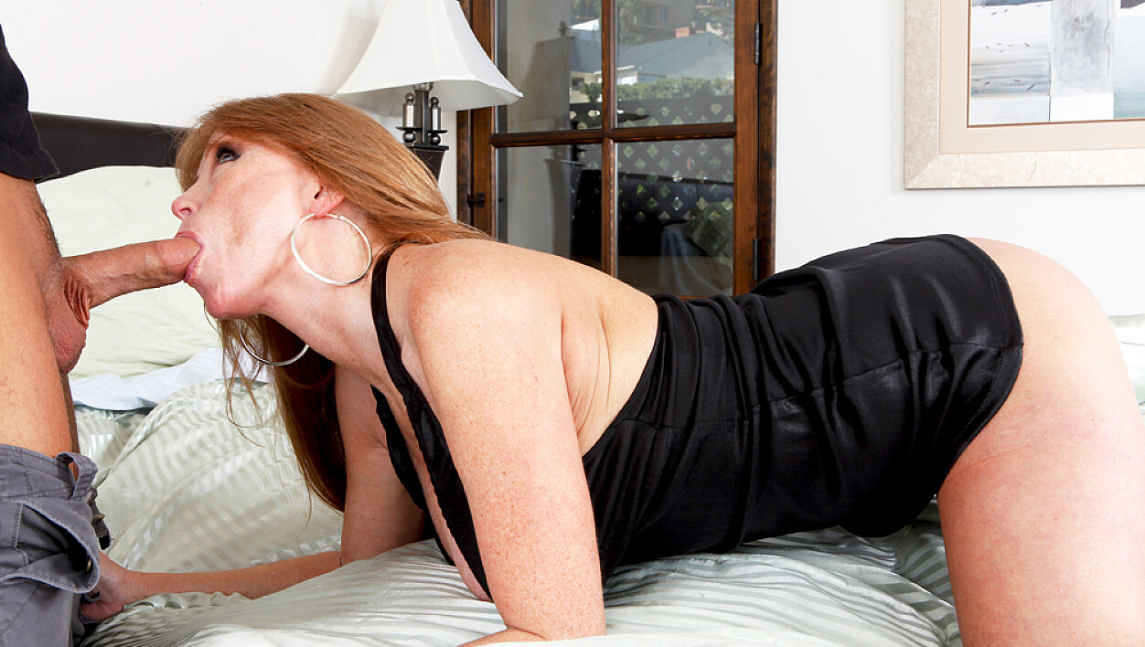 Client Darla Crane fucking in the bedroom with her tattoos