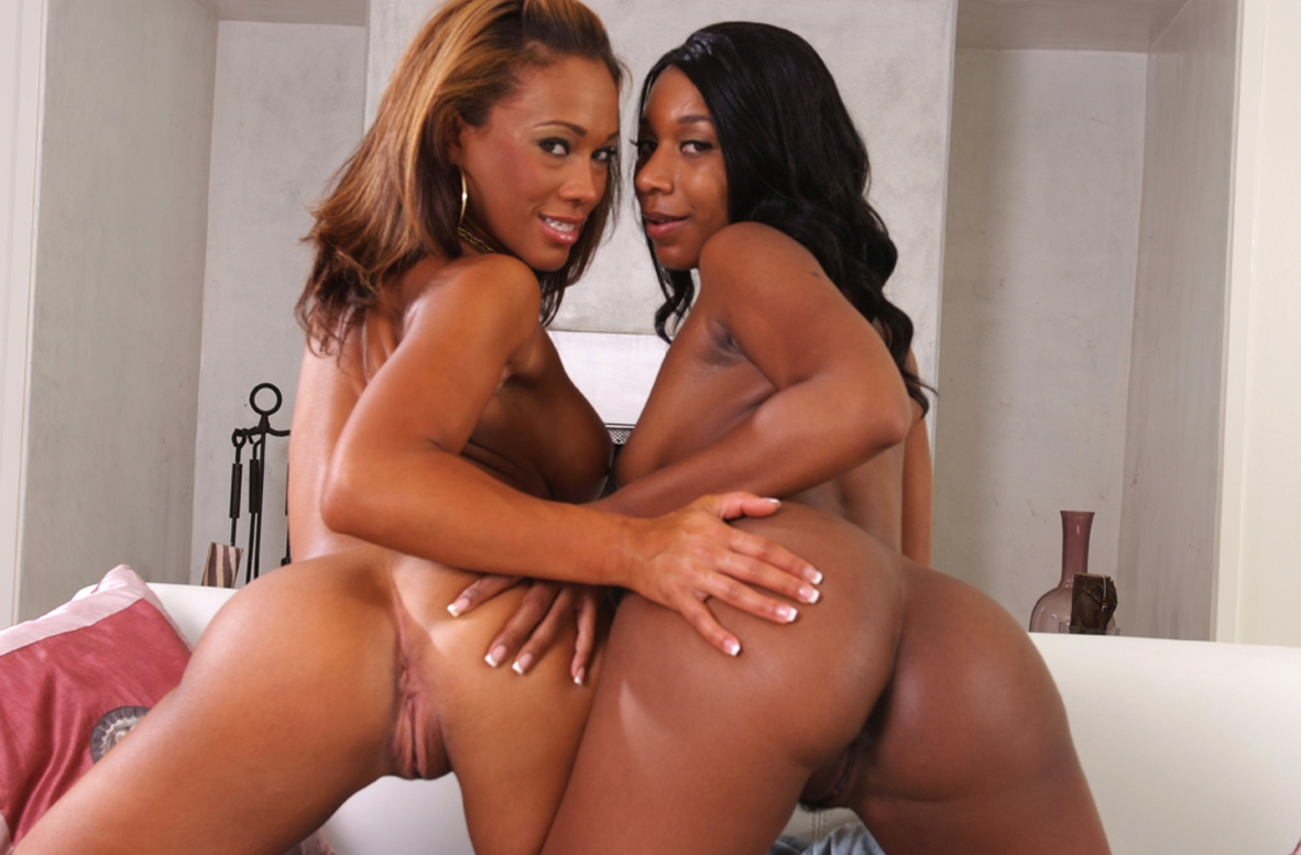 Watch Cassidy Clay, Rane Revere and Sean Michaels video in 2 Chicks Same Time