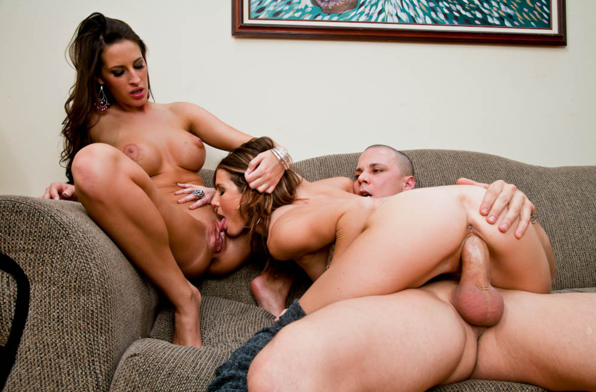 Watch Jenni Lee, Kortney Kane and Justice Young video in 2 Chicks Same Time