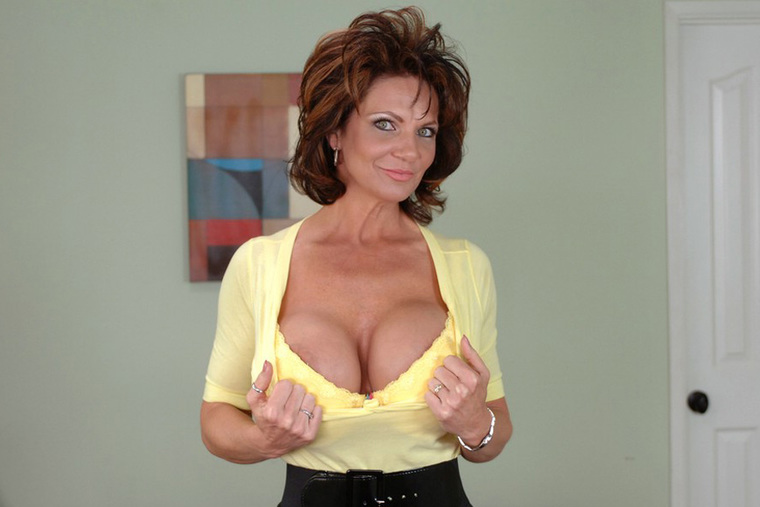 Shaved MILF Deauxma fucking in the bedroom with her big ass