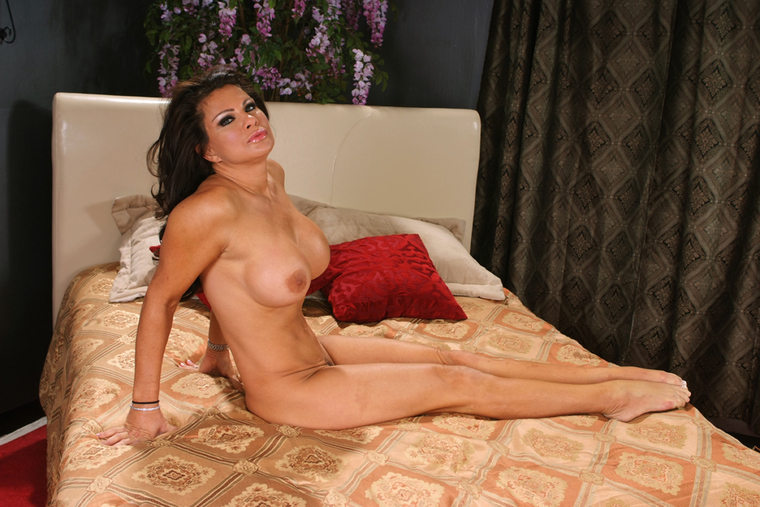 Stranger Teri Weigel fucking in the bed with her hairy pussy