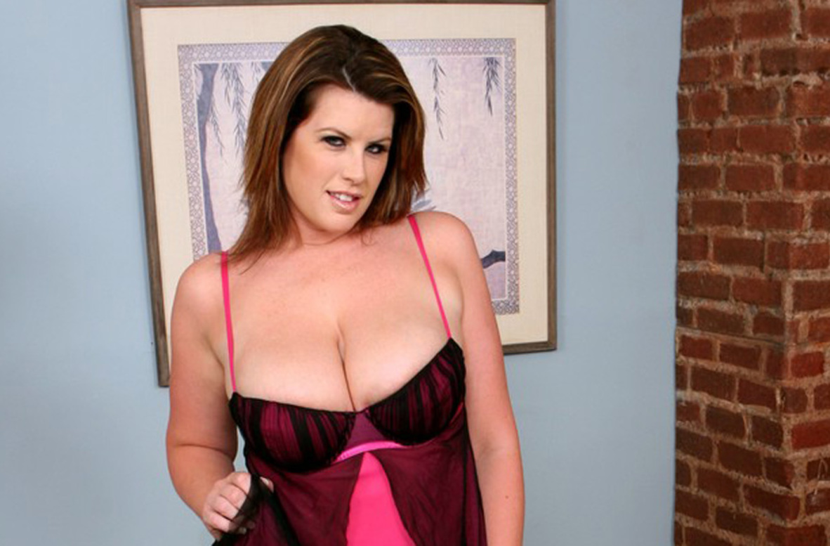 Watch Lisa Sparxxx video in Housewife 1 on 1