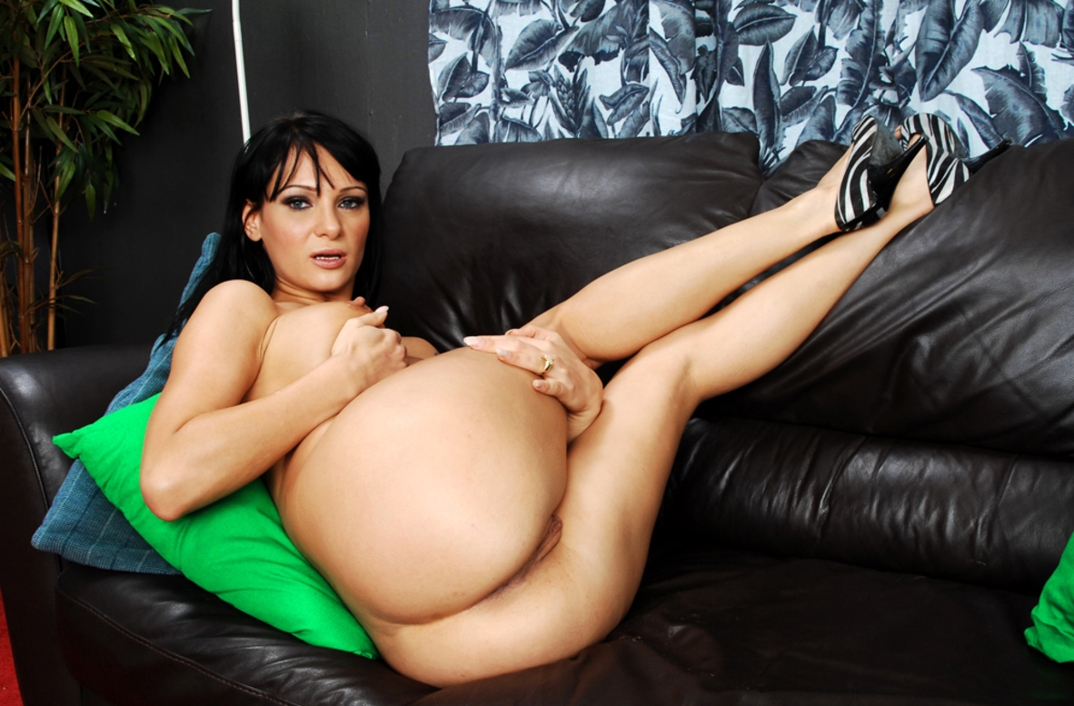 Watch Victoria Sin video in Housewife 1 on 1