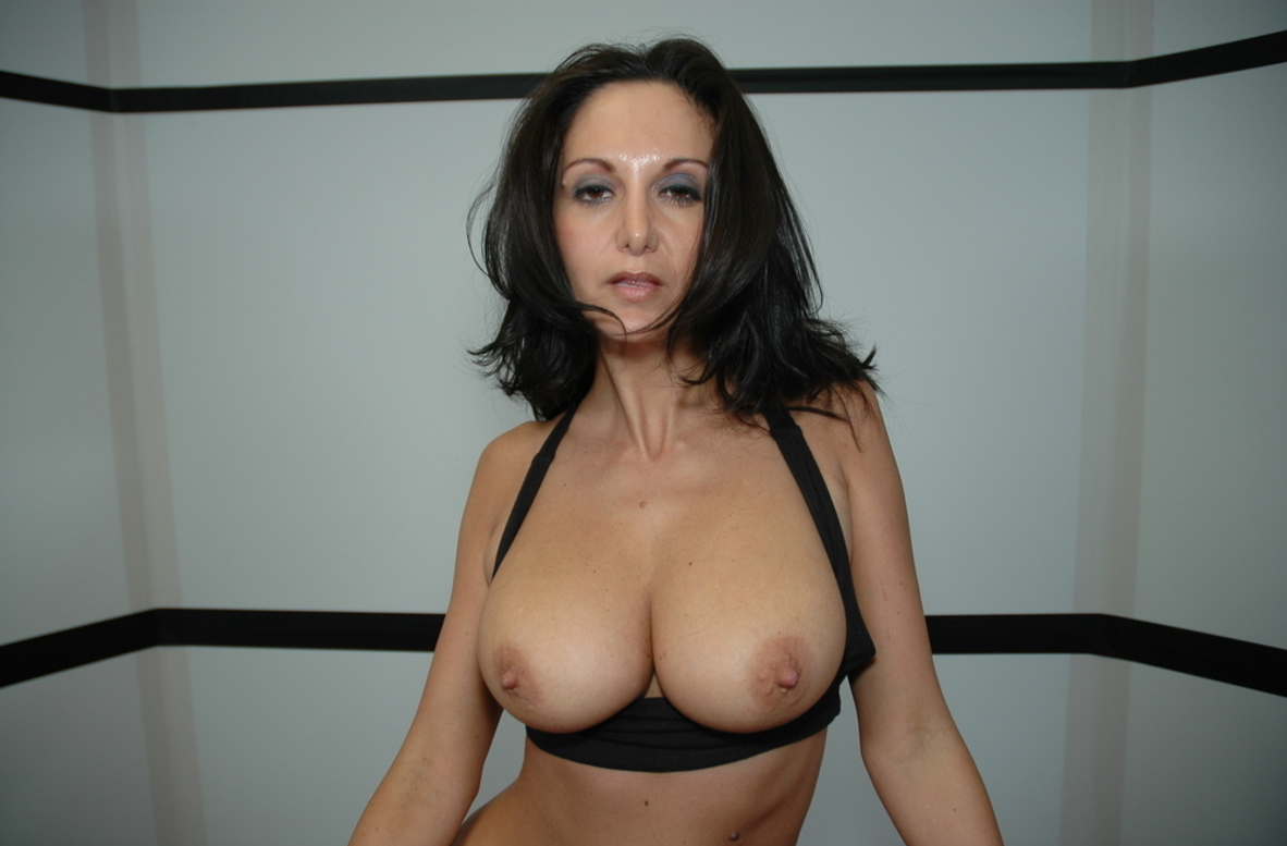 Watch Ava Addams video in Live Gym Cam
