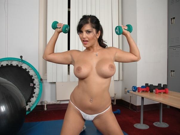 Sunny Leone gym