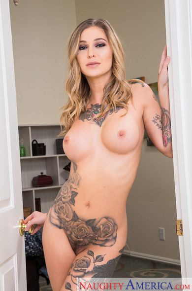 Kleio Valentien fucking in the bedroom with her innie pussy