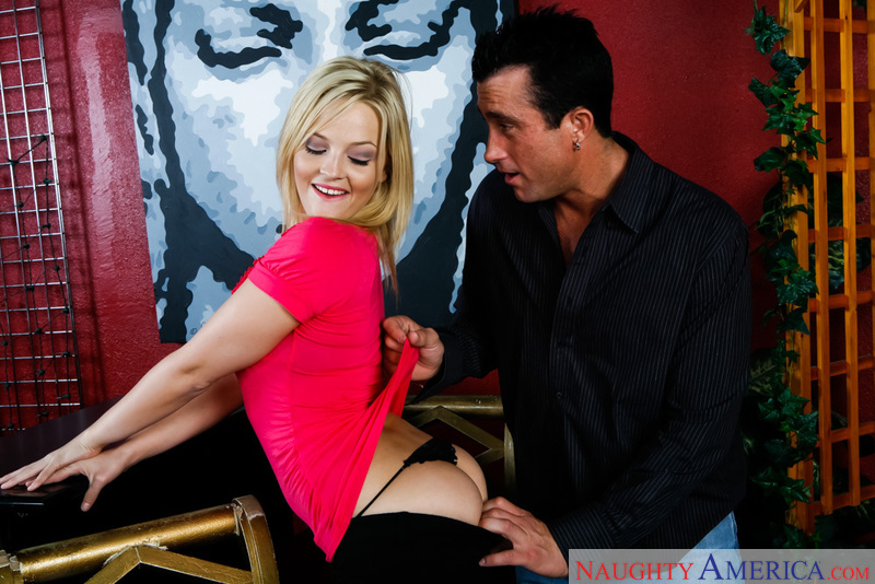 Alexis Texas fucking in the bar with her big ass - Sex Position 1