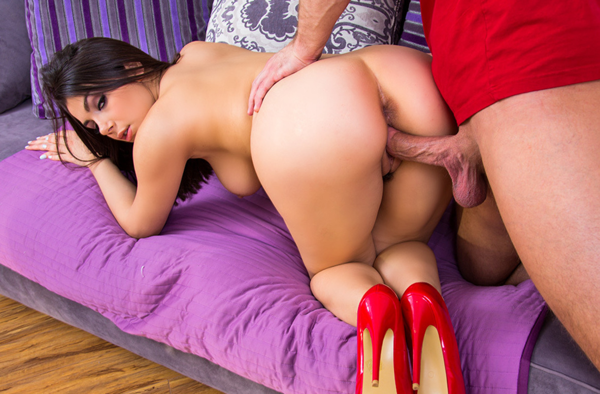 Watch Valentina Nappi and Bill Bailey 4K video in My Sister's Hot Friend