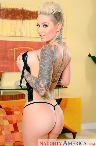 Christy Mack fucking in the living room with her tattoos