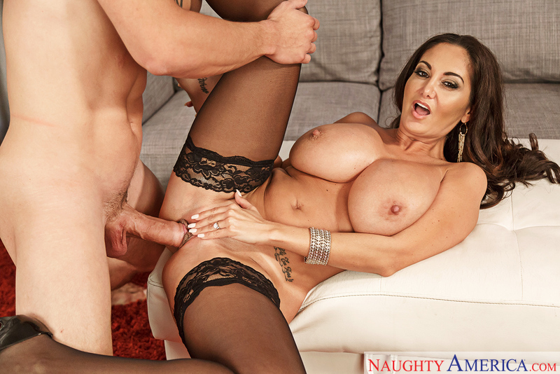 Mariana fucked her friend face with a real squirting in face - 4 10