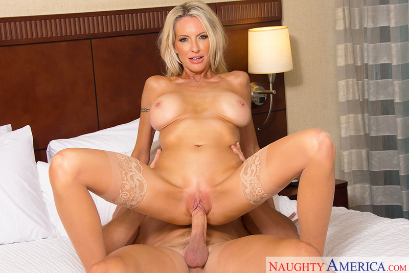 Blonde Emma Starr fucking in the hotel with her tattoos - Sex Position 3