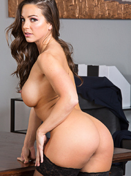 Boss & Intern Porn Video with Ass smacking and Athletic Body scenes