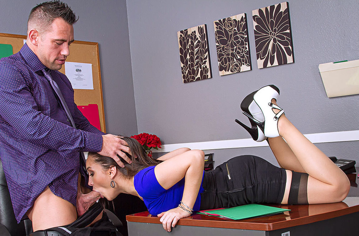 Watch Gabriella Paltrova and Johnny Castle 4K video in Naughty Office