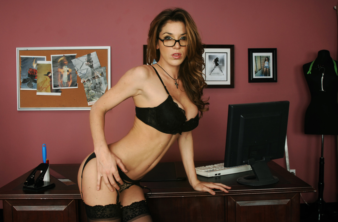 Watch Kayla Paige and Manuel Ferrara video in Naughty Office