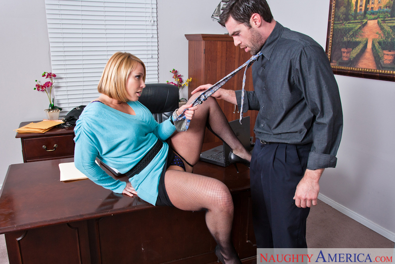 Boss Mellanie Monroe fucking in the desk with her big ass - Sex Position 1